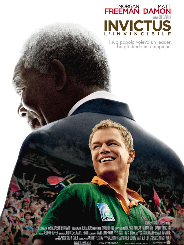 [Mandela in prigione, nella visione di François Pienaar] | Dalla notte che mi avvolge, | nera come la fossa dell'Inferno, | rendo grazie a qualunque Dio ci sia | per la mia anima invincibile. | La morsa feroce degli eventi | non m'ha tratto smorfia o grido. | Sferzata a sangue dalla sorte |...