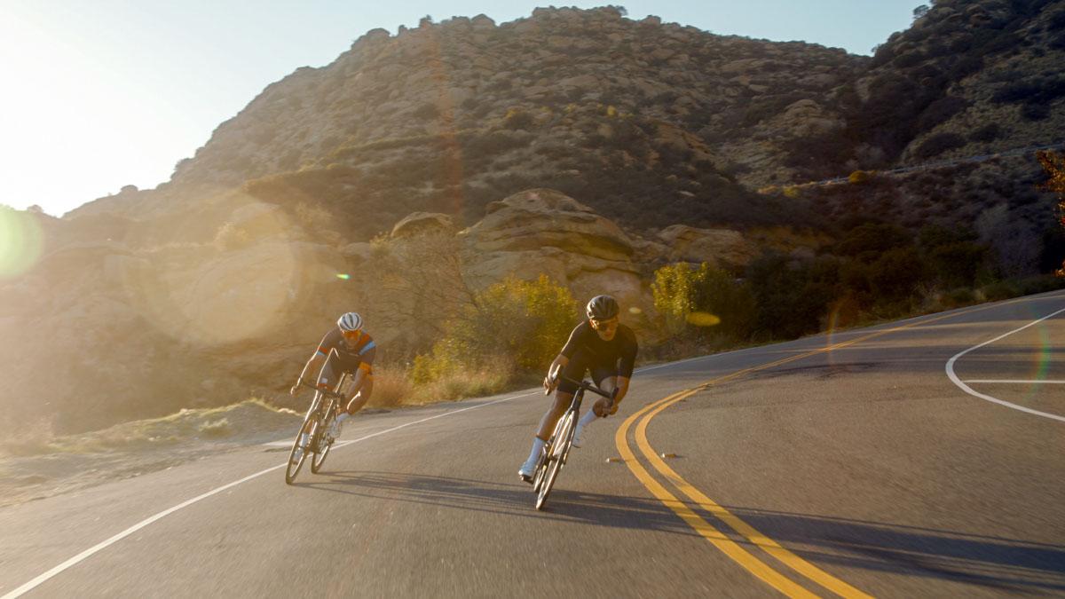 bici da corsa in discesa
