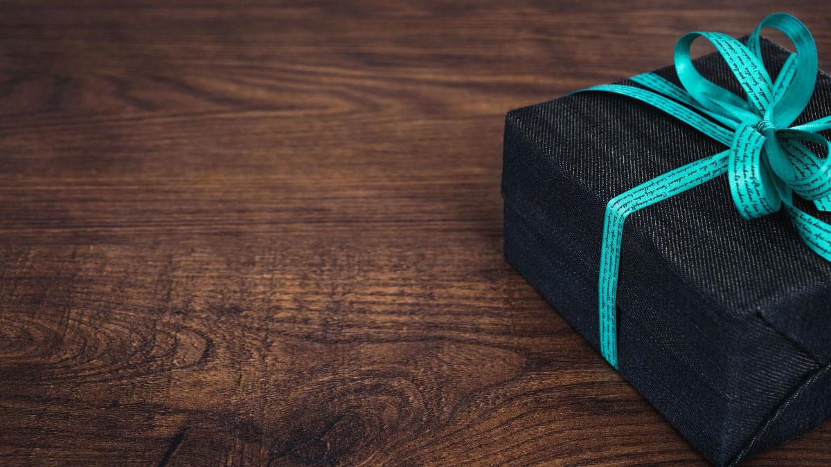 compleanno scatola regalo