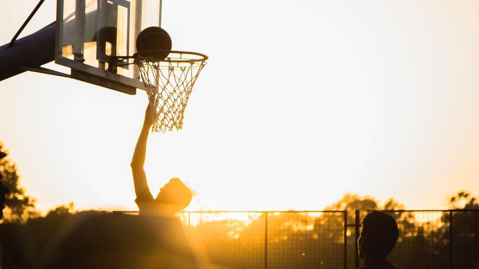 pallacanestro al tramonto