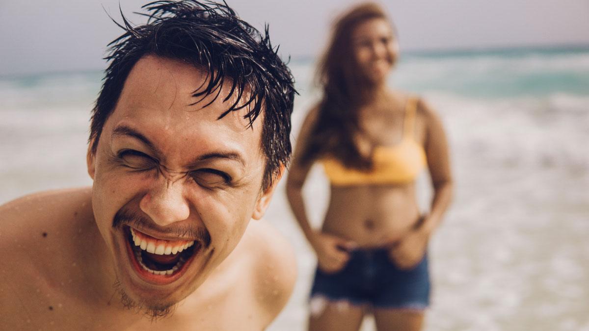 ridere in spiaggia