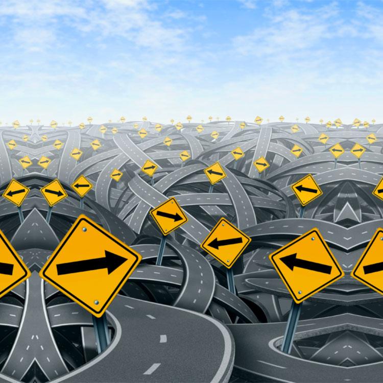 cartelli stradali che indicano scelte da fare