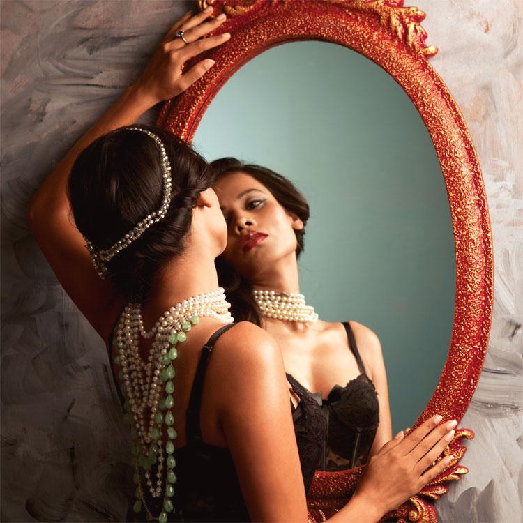 Rende Piu O Meno Deformanti Gli Specchi.Frasi Sugli Specchi